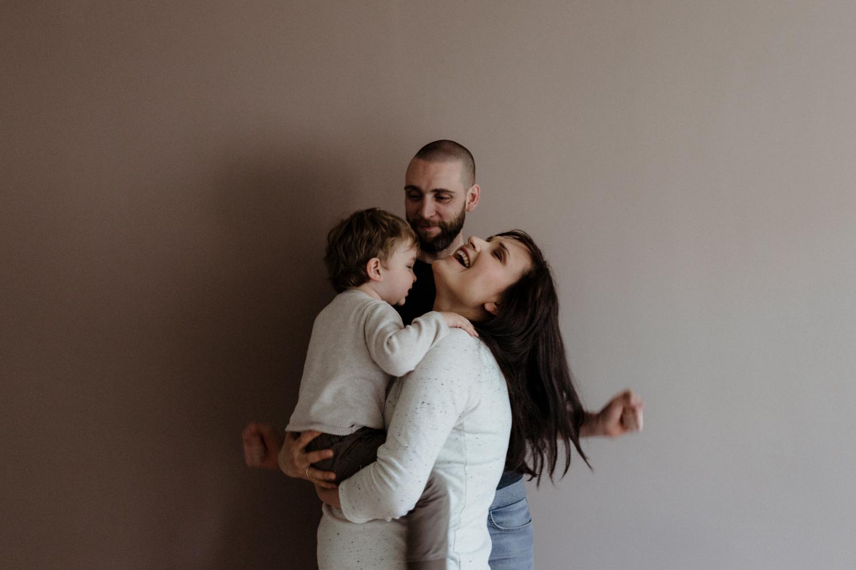 photo de famille, famille heureuse, fou rire