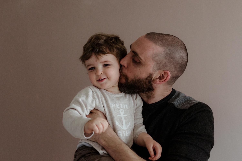 photo bisou père et fils